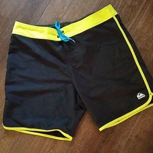Quicksilver Men's Swim Trunks Size 38 Black & Lime
